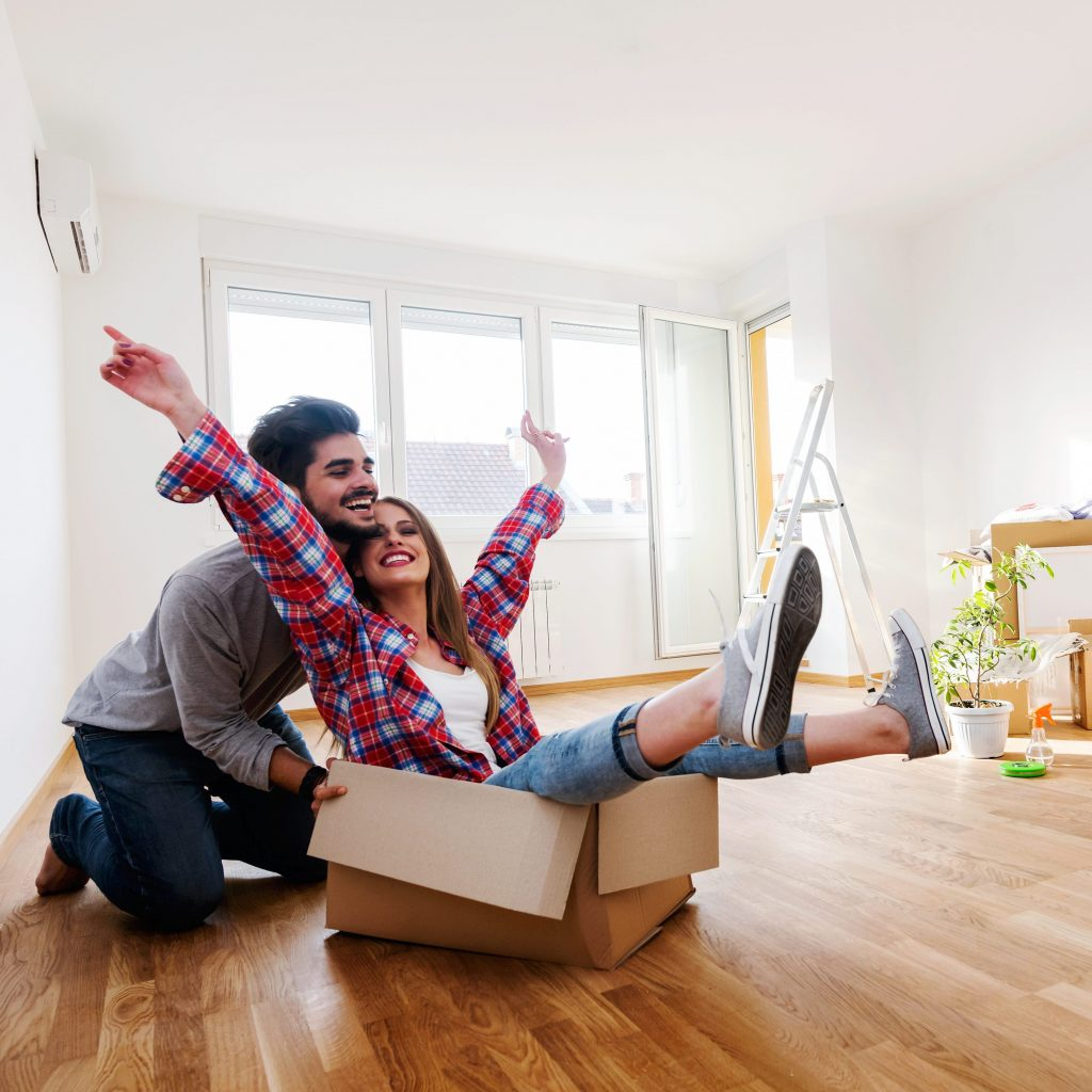 Lundgren Consultants - Couple celebrating moving into new home